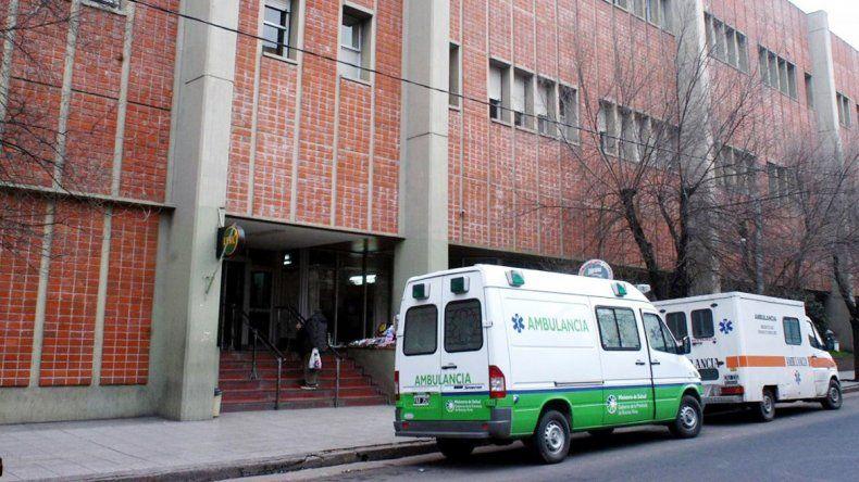 La joven permanecía internada ayer después de la supuesta agresión sexual y luego de ser atropellada.