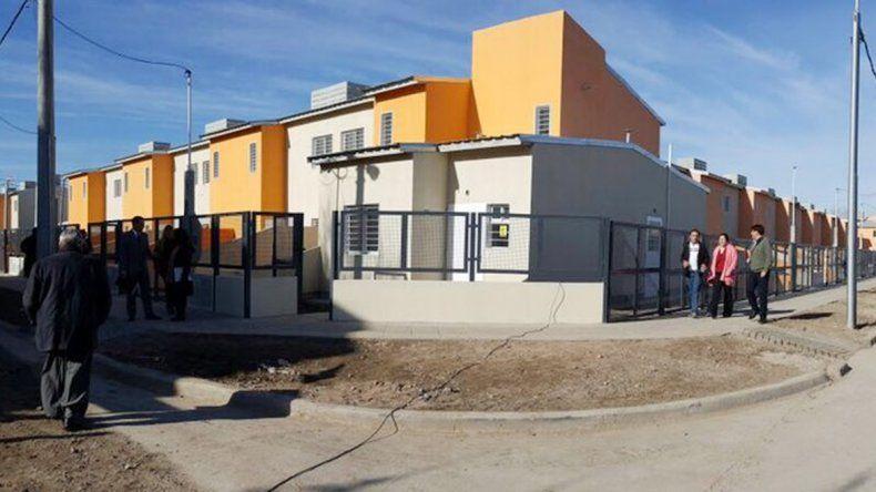El gobernador Gutiérrez inauguró el Plan 88 Viviendas en el barrio Belgrano.