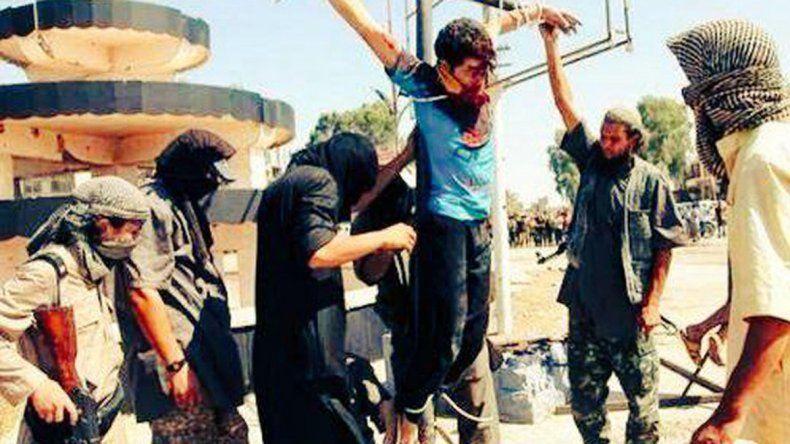 Los civiles fueron también castigados con latigazos.