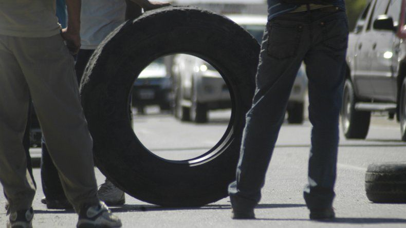 Desocupados cortan la Ruta 22 en Zapala