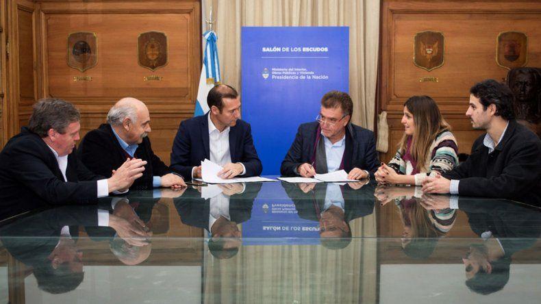 Omar Gutiérrez firmó el convenio con Nación.