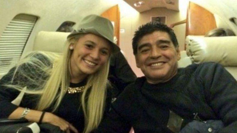 Diego Maradona llegó a la Argentina con Rocío Oliva