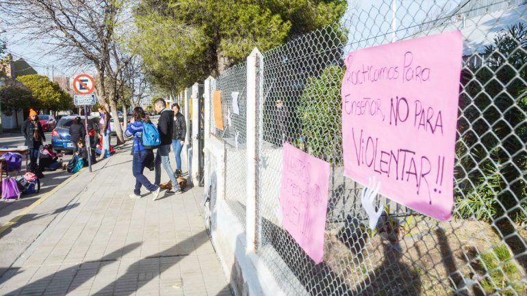 Los estudiantes habían reaccionado frente a las supuestas agresiones.