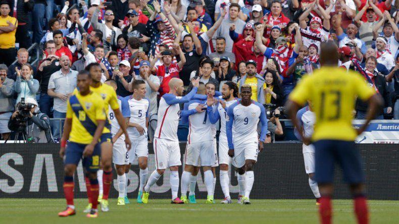 Clint Dempsey celebra el gol que abrió el marcador. Estados Unidos ya está entre los cuatro mejores.