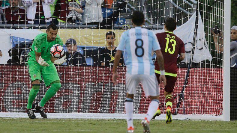 En buenas manos. Romero acabó con las discusiones y la falta de referentes en el arco argentino.