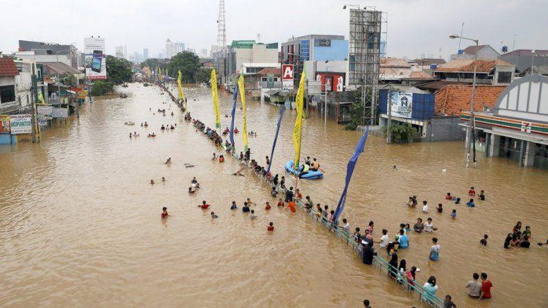 Al menos 43 muertos por inundaciones en Indonesia
