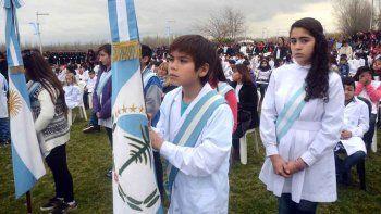 Más de 500 alumnos prometieron la bandera