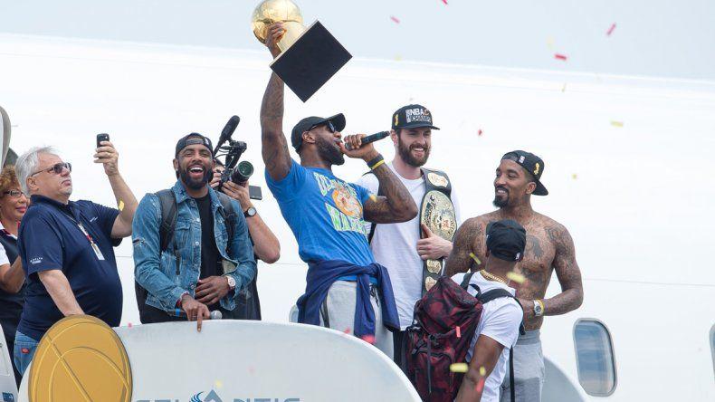 El rey James volvió para terminar la sequía de Cleveland.