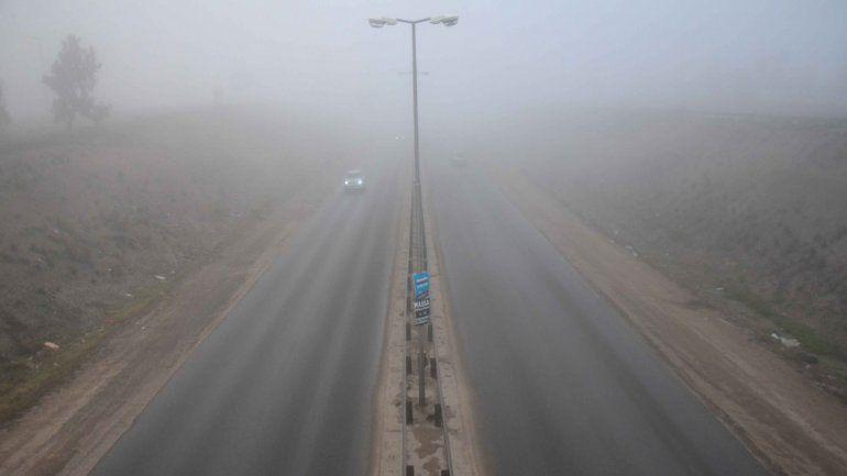 La niebla invadió la región del Alto Valle