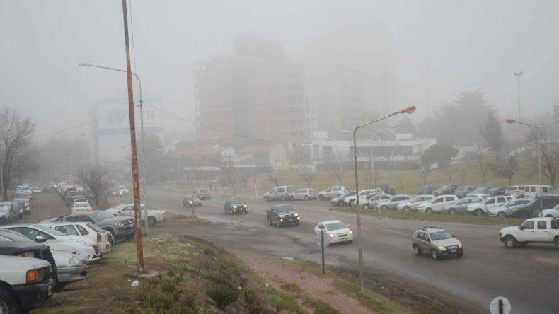 Niebla en el alto de la ciudad.