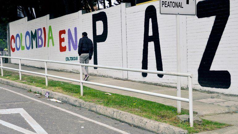 Leyendas cargadas de anhelos de paz en las calles de Bogotá en víspera de la firma del acuerdo.