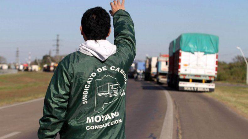 Camioneros arreglaron una suba del 37% y no van al paro