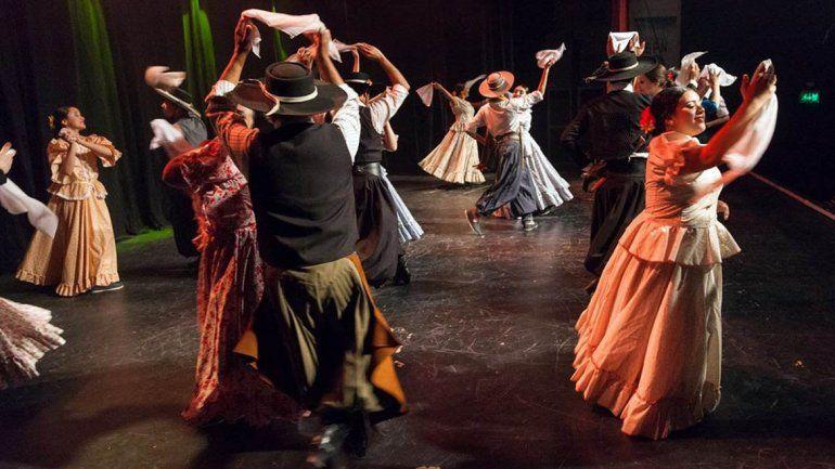 Encuentro solidario con baile y empanadas: Una peña de corazón