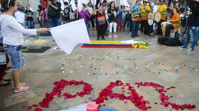 Los colombianos festejaron el acuerdo en las calles de Bogotá.
