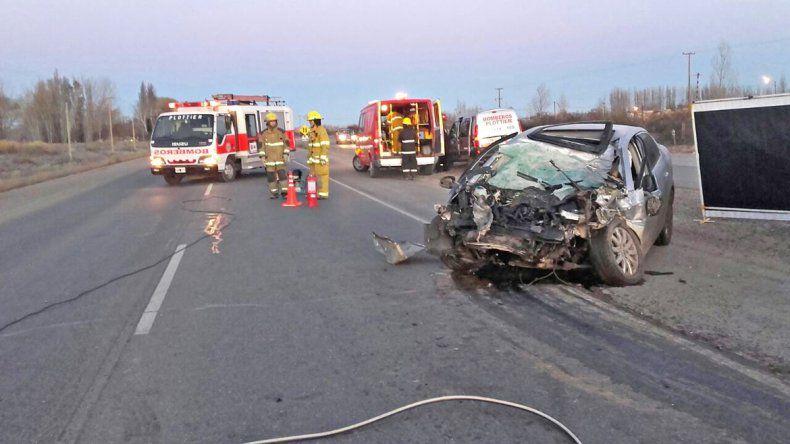 El VW Vento en el que viajaba la víctima fatal quedó totalmente destruido sobre la Ruta 22