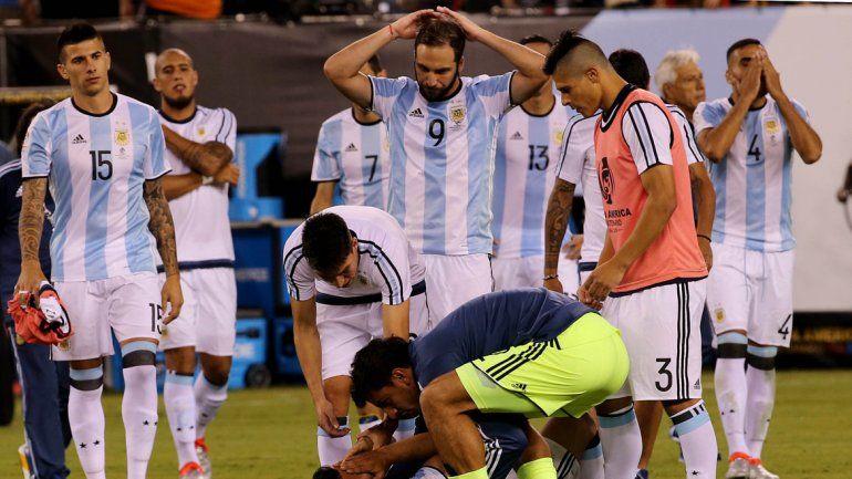 La foto de la decepción se sigue repitiendo con los años. Una brillante generación que queda marcada por la derrota.