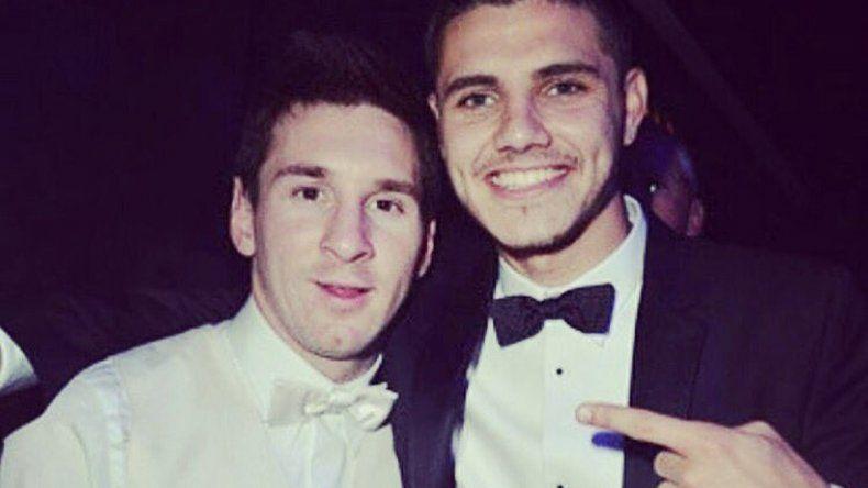 {altText(Aguante. Mauro se sumó al hashtag #MessiNoSeVa para bancar a Lio. <br>,Icardeando por la Selección)}
