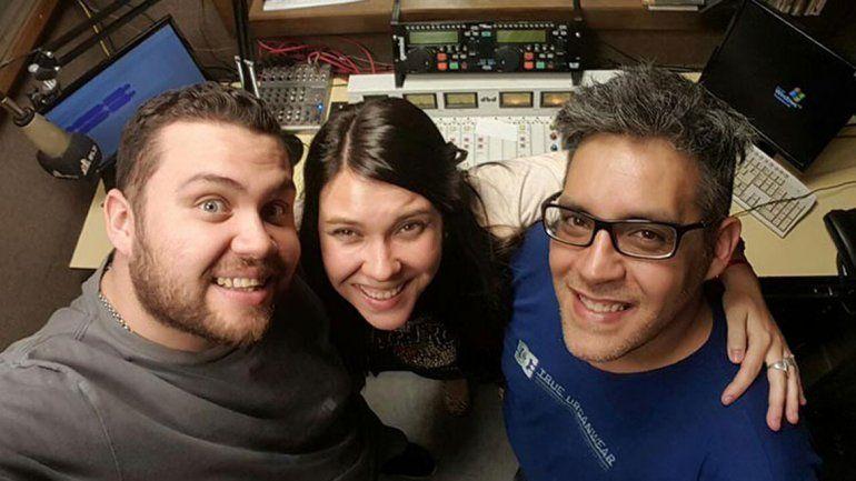 Los realizadores del programa Misterios sin estrés de radio Estudio Cooperativa de Mendoza.