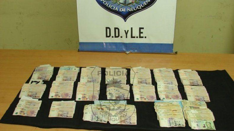 Las dos empleadas robaron el dinero de una de las oficinas del local.