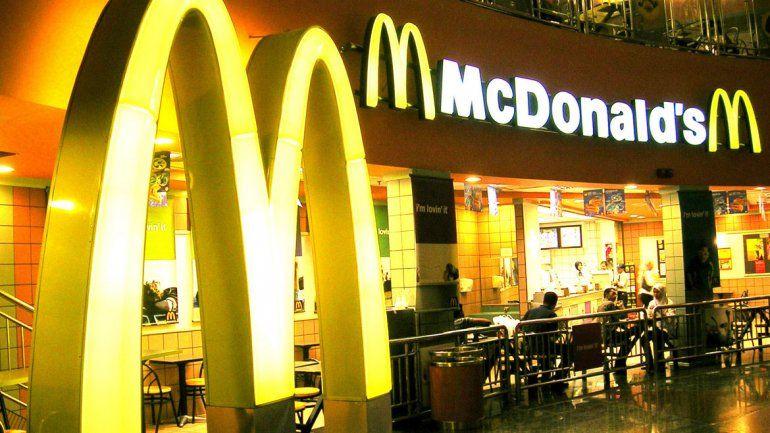 McDonalds tuvo que hacer los cambios desde el lunes.