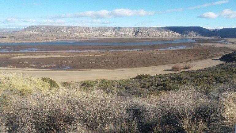 Al borde de la sequía. Piedra del Águila está en un nivel demasiado bajo.