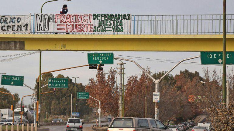 Desde hace tiempo en la ciudad hay consignas en contra del fracking.