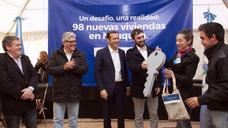 Gutiérrez entregó 98 viviendas en el barrio Mercantiles