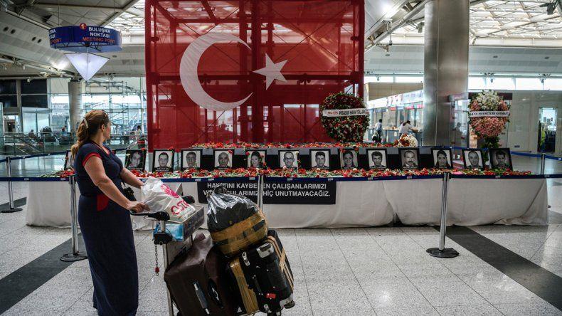 Fotos de las víctimas de los ataques en el aeropuerto de Estambul.