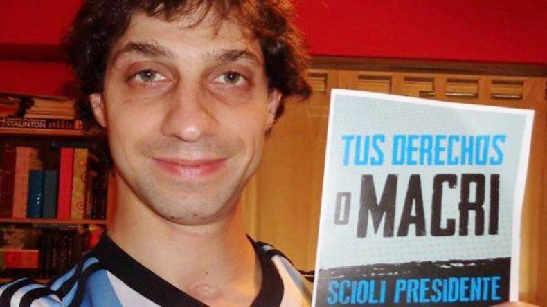 El docente se llama Julián Denaro y es economista. Da clases en la UBA.