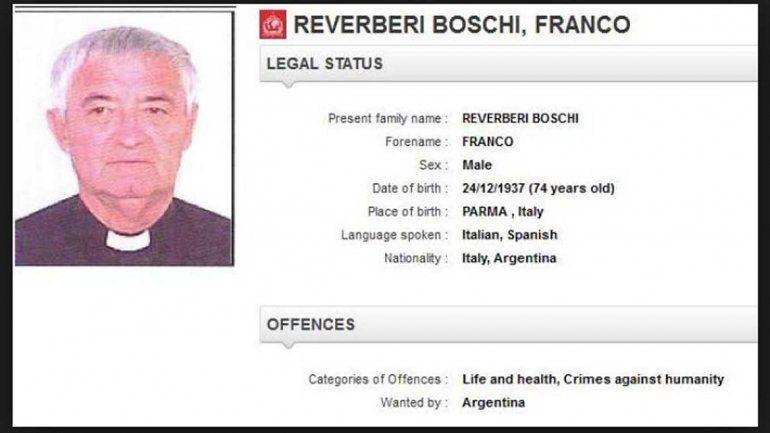 El cura de 78 años tiene pedido de captura en la página de Interpol bajo la acusación de imposición de tortura.