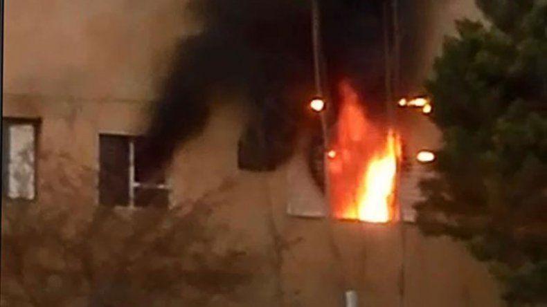El departamento del barrio Melipal en llamas tras el dramático episodio donde la mujer apuñaló al marido.