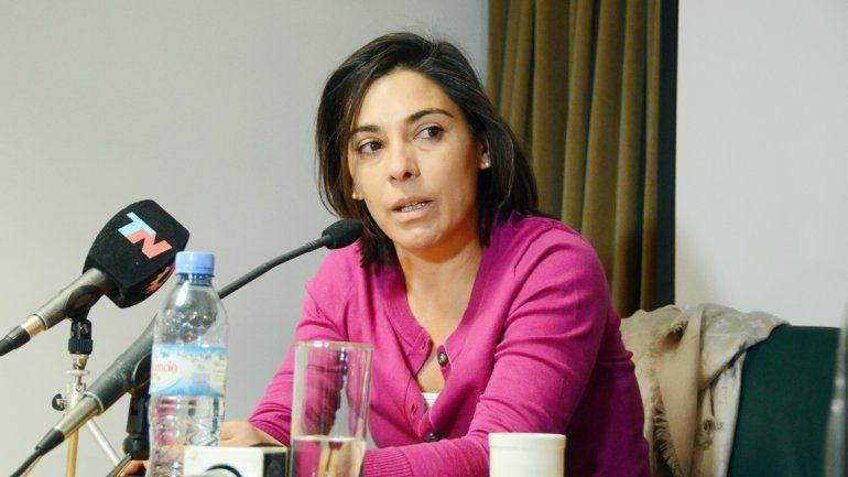 La senadora responsabiliza al gobernador por el pedido de renuncia.