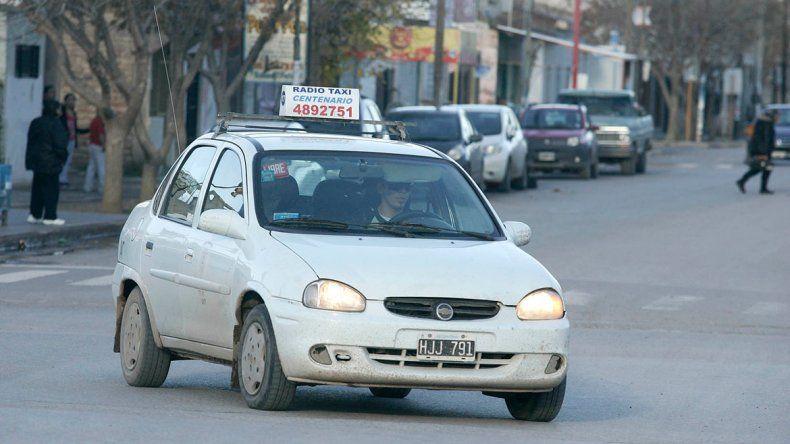 Taxistas de Centenario pidieron un urgente aumento tarifario.