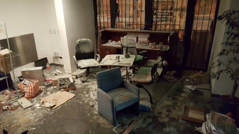 Una patota irrumpió en el diario Tiempo Argentino y provocó destrozos