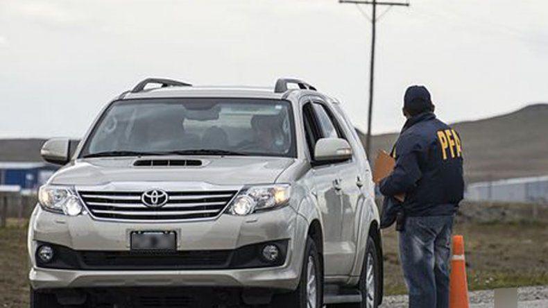Tres detenidos por llevar cocaína y marihuana en una camioneta