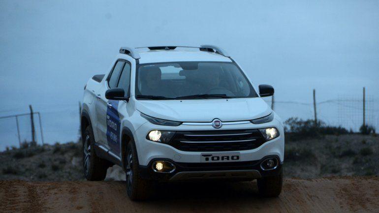 Pire Rayen presentó la nueva Fiat Toro en la barda