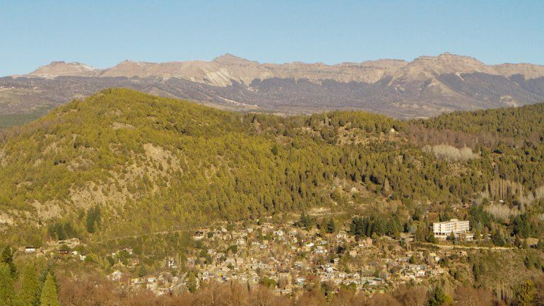 San Martín de los Andes está irreconocible en este invierno. Esperan que nieve pronto para salvar la temporada.