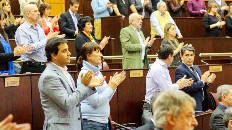 Los legisladores respaldaron al gobernador
