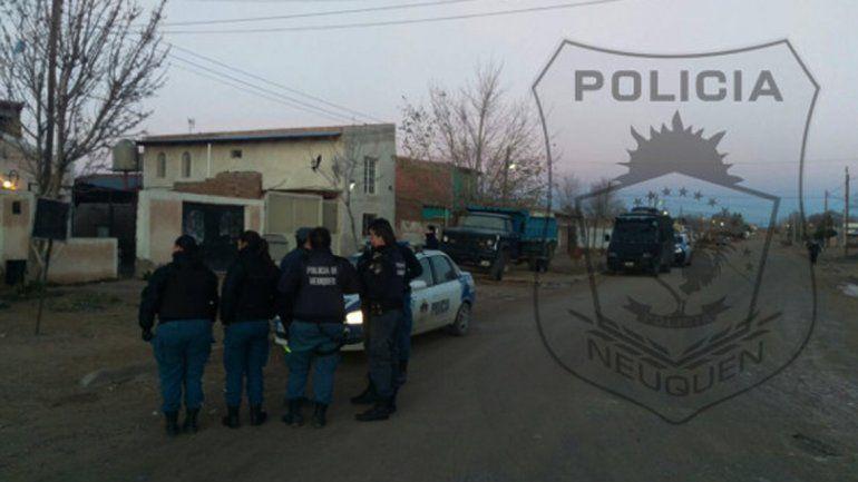 Atacaron a la Policía con tumberas y los detuvieron