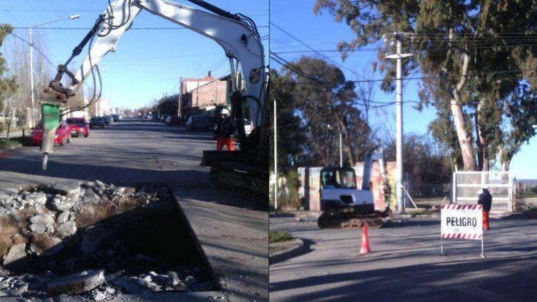 Trabajan en la reparación del cráter de la calle Lanín