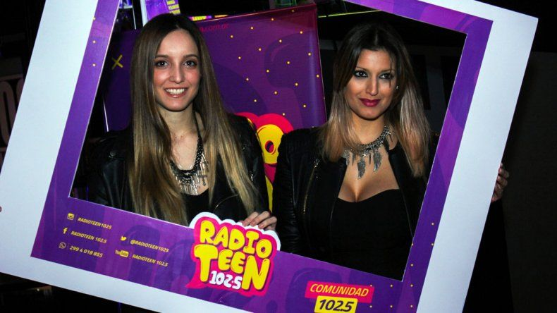 Radio Teen 102.5 festejó con oyentes en Johnny B. Good.
