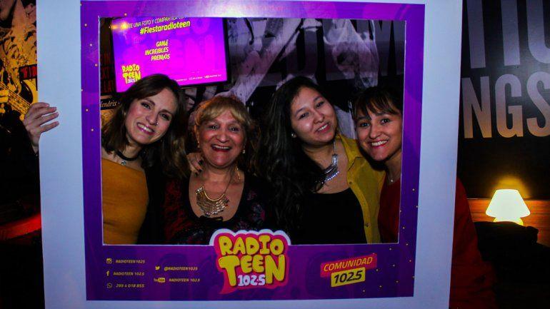 Guada se sacó fotos con los oyentes deRadio Teen 102.5.