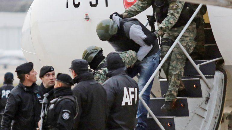 Pérez Corradi llegó al Aeroparque Jorge Newbery en un gran operativo de seguridad.