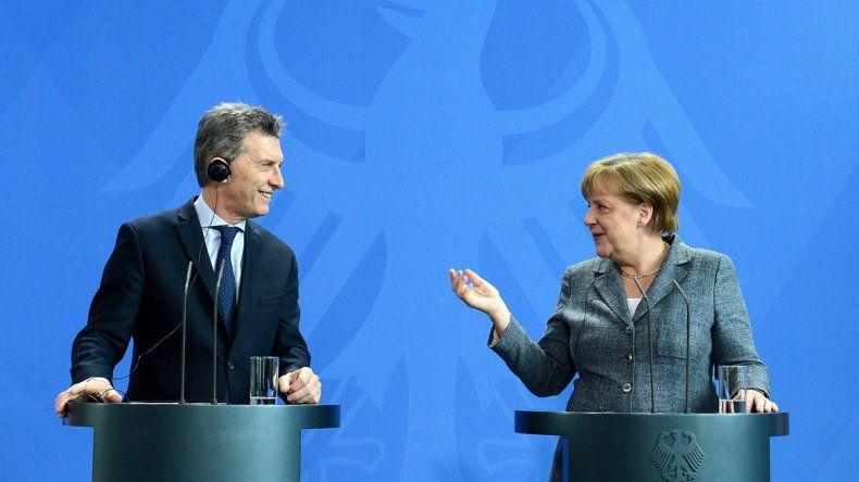 El Presidente fue recibido con honores y almorzó con la canciller alemana.