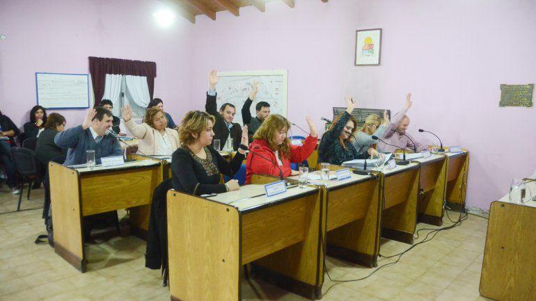 El oficialismo tuvo que hacer venir a la sesión a una edil con licencia para conseguir los votos necesarios.