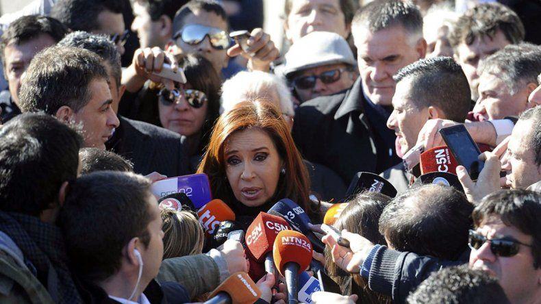 Cristina dice que la Justicia retiene a Lázaro Báez para que la acuse