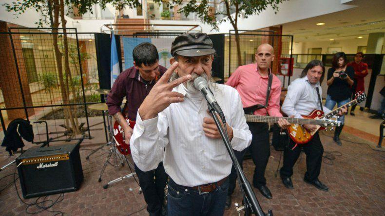 Doble alegría. Rodolfo Mono Salvi (voz de La Moto) acaba de grabar una versión rockera del himno de Neuquén y ahora va por más.