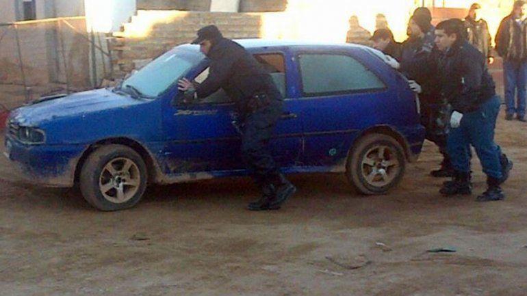 VW Gol azul.