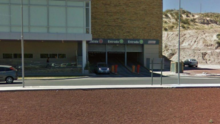 Estacionamiento de un supermercado del Alto neuquino.