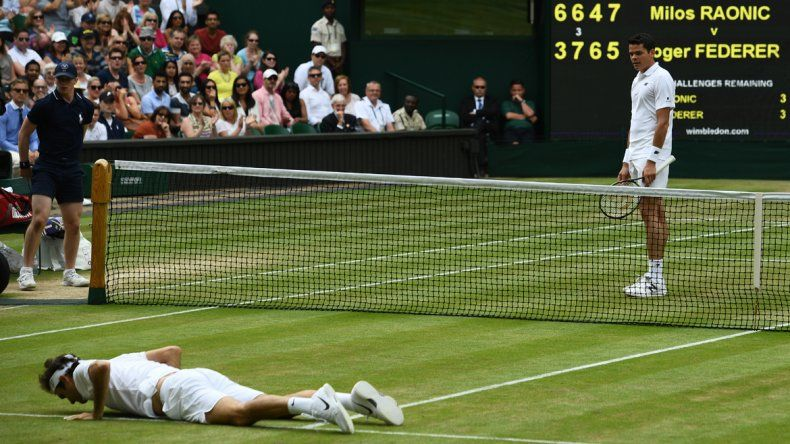 Milos Raonic venció a Roger Federer en cinco sets por la semifinal de Winbledon.